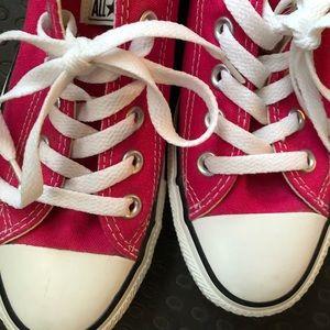 EUC fushia pink converse chuck taylor 7